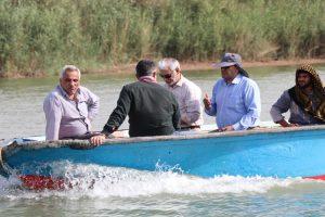 پایش کیفی آب در رودخانه های کارون و بهمنشیر توسط مسئولین شرکت آبیاری کرخه و شاوور