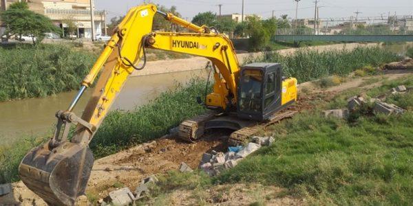آغاز عملیات لایروبی کانال وصیله در شهر حمیدیه